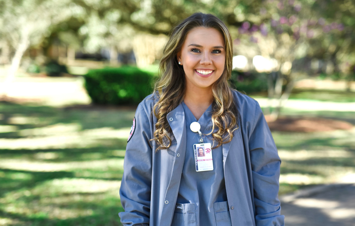 Courtney Bryson, who is completing her clinical work to become a registered nurse and earn an associate degree from Coastal Alabama Community College, is already taking online classes at the University of South Alabama toward a Bachelor的 of Science in nursing.