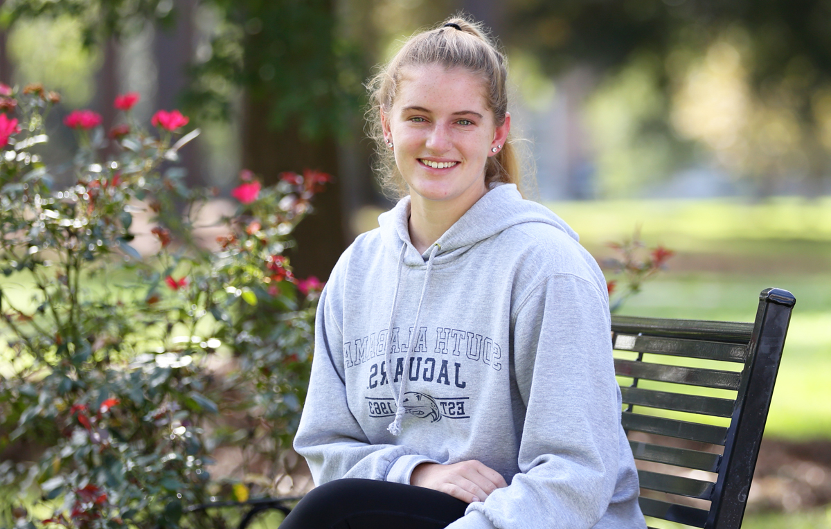 "Kaitlyn Reynolds, a freshman from Orlando, Fla., is considering a career as a physical therapist. ""Growing up, playing sports, I was always in 和 out of physical therapy, so it's something I'm comfortable with,"" she said."