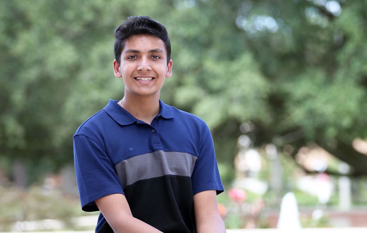 "Neil Chaudhary, named the 2020-21 University of South Alabama 受托人董事会 Scholar, is a biomedical sciences student and plans to pursue a career in medicine.""I wasn't anticipating extra financial aid or anything, but I was definitely very happy and grateful,"" he said"