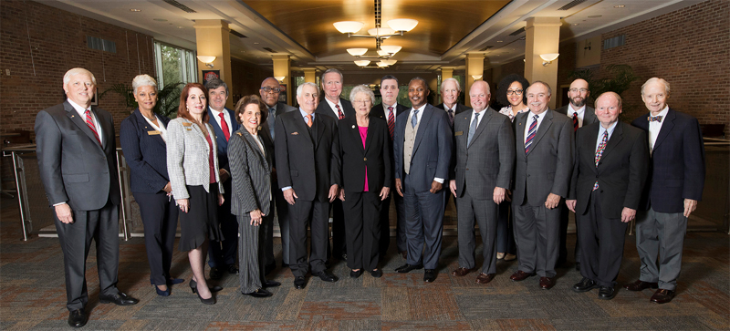 Secondary bannerP​i​ctured from the left:  Honorary Trustee Abe Mitchell with 受托人 Dr. Steve Furr; Dr. Scott Charlton; Ron Jenkins; Chandra Brown Stewart; Jimmy Shumock; Jim Yance; Ken Simon - Chair pro tempore; Ron Graham; Governor Kay Ivey - ex officio President and Chair​; Dr. Steve Stokes; Tom Corcoran; Lenus Perkins; Arlene Mitchell; Mike Windom; Alexis Atkins and Margie Tuckson; and 主席 Tony Waldrop.